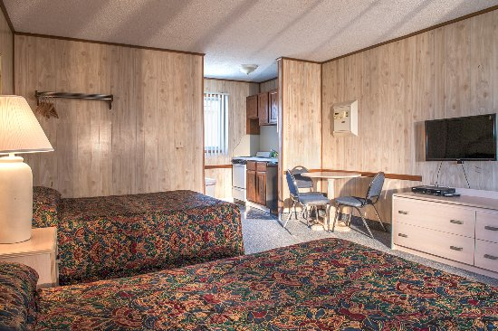 Seaside Heights, NJ : Double room with kitchenette, stove, oven, pots, pans,dishes, microwave, compact refrigerator