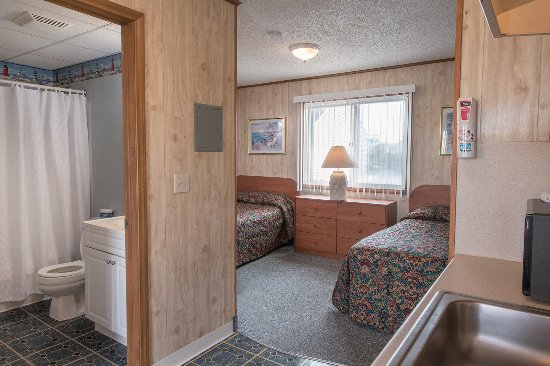Seaside Heights, NJ: Efficiency Suite - 2 full sized beds, kitchenette, living room, full bath, flat screen TV, safe,