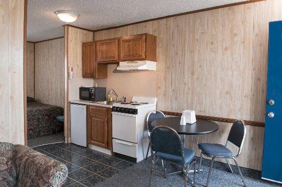 Seaside Heights, Nueva Jersey: Efficiency Suite - 2 full sized beds, kitchenette, living room, full bath, flat screen TV, safe,