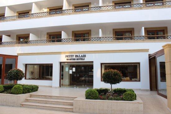 Petit Palais : Фасад здания отеля