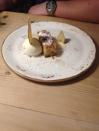 Alstonefield, UK: Pear desssert