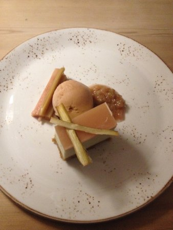 Alstonefield, UK: Rhubarb cheesecake