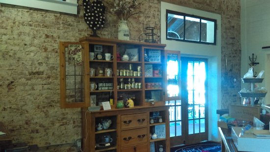 Warm Springs, GA: Teas and jelly and few other items for sale.