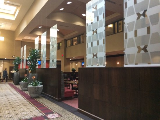 Embassy Suites by Hilton St. Louis - Downtown: Interior and exterior.