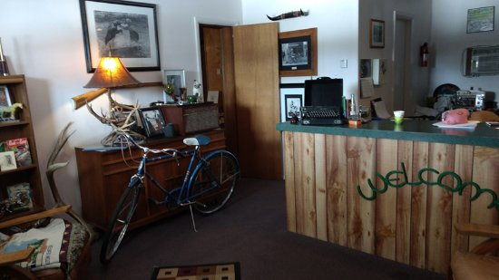 Raton, NM: Front Desk