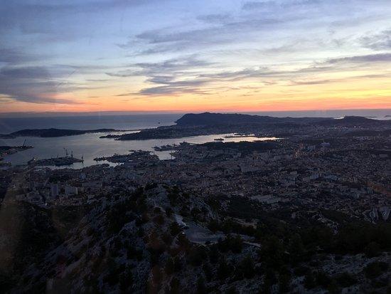 Telepherique du Mont Faron : Vue de Toulon, au coucher de soleil