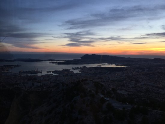 vue de toulon au coucher de soleil photo de telepherique du mont faron toulon tripadvisor. Black Bedroom Furniture Sets. Home Design Ideas