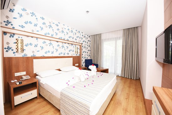 Liberty Hotels Oludeniz: Superior Room with LCD TV,Aircondition,Hairdryer,Security safe box,Telephone and balcony or terr