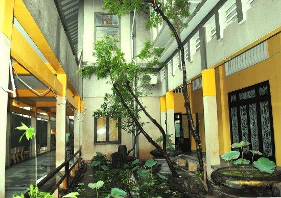 Chua Vinh Nghiem: allée de la pagode