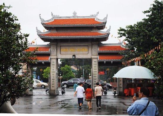 Chua Vinh Nghiem: entrée principale