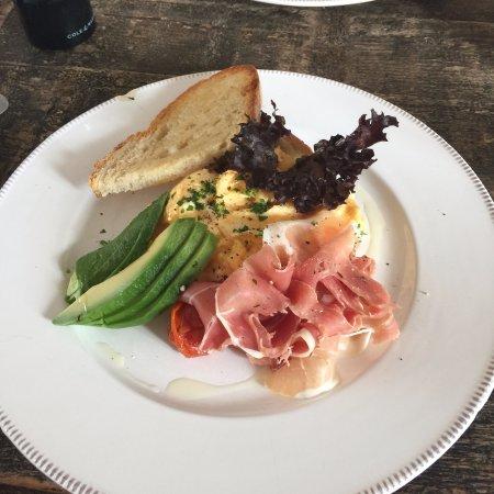 Cuckfield, UK: breakfast