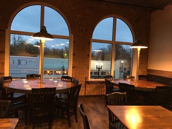 Restaurant upstairs serves AMAZING gourmet pizza & more! Beautiful views of Fort Gibson. Downsta