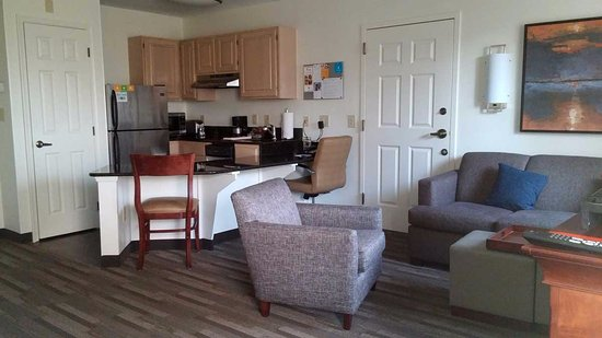 Hyatt House Herndon: King Suite