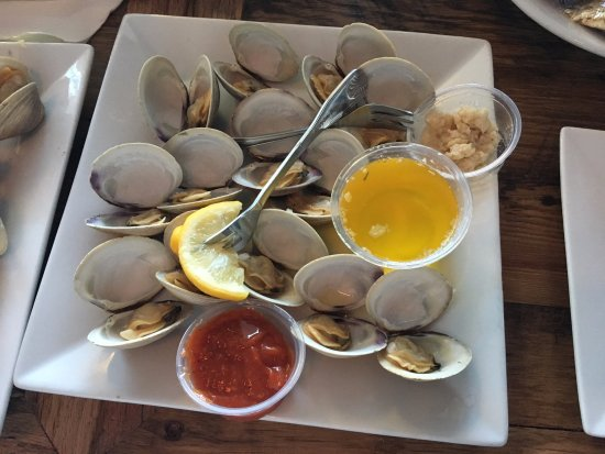 Bunky's Raw Bar & Seafood Grille: Steamed Clams