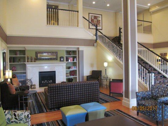 Country Inn & Suites By Carlson: Lobby area.