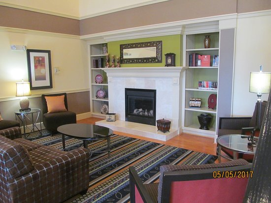 Country Inn & Suites by Radisson, Evansville, IN: Lobby area.