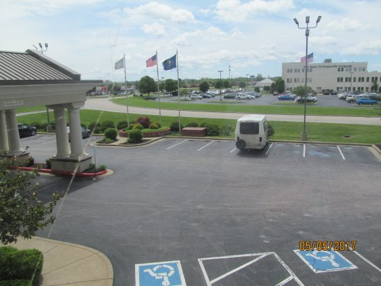 Country Inn & Suites by Radisson, Evansville, IN: View from Room 203.