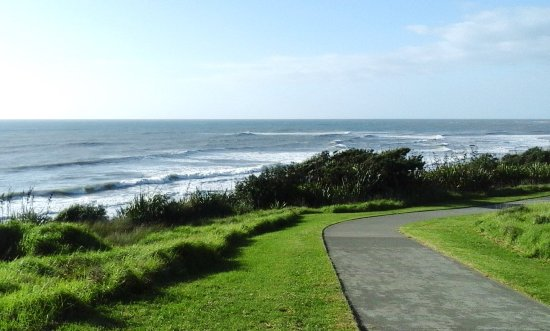 New Plymouth Coastal Walkway: On the way back to Bell Block.