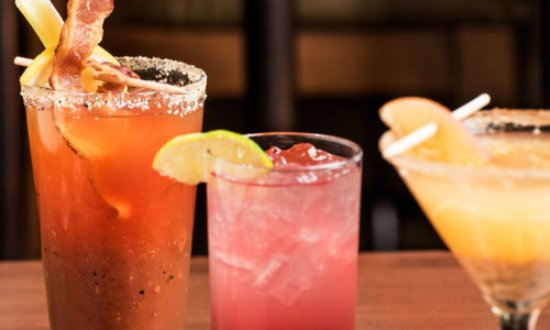 Chatham, Canadá: best Caesars in town. Plus Brenda's Spiked cherry lemonade and Shanghai Maitai
