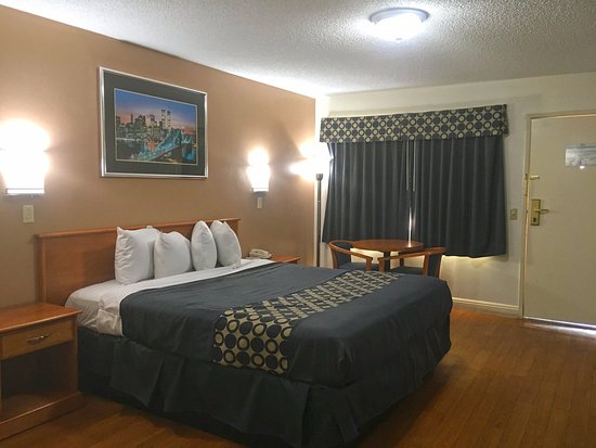 Beaumont, CA: One King Bed