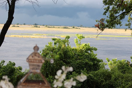 Chobe Game Lodge: View from Hotel across Chobe River