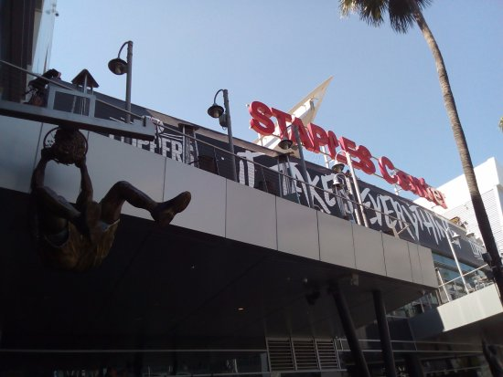 "Staples Center: Shaq ""enterrando"" na entrada do ginásio"