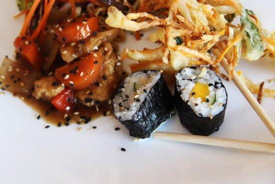 Lauro de Freitas, BA: Delicia de Yakissoba, Sushi e frango xadrez
