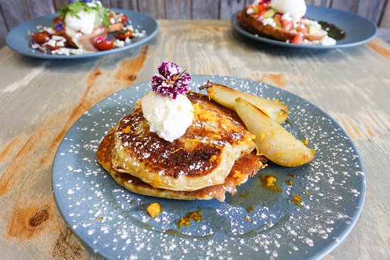 Coogee, Australia: pancakes with ricotta and caramelised pear