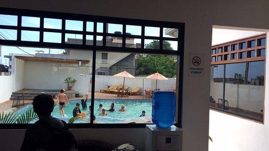 The Eco Hotel Arena Blanca : Niños jugando x todo el hotel, minimo 30-40