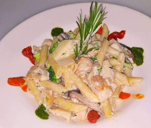 Story, Wyoming: The Tunnel Inn's Penne Chicken Alfredo 