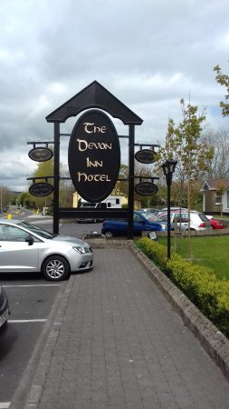 Newcastle West, Irland: Outside sign