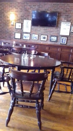 Newcastle West, Irlanda: Part of the bar area for dining