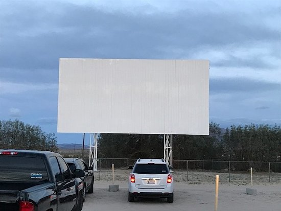 before the movie starts - Picture of Smith's Ranch Drive-In