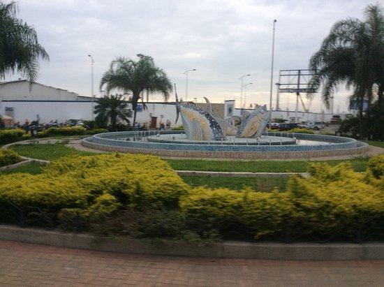 Manta, Ecuador: Tuna fountain