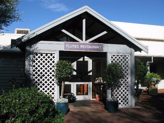 Flutes Restaurant: Flutes entry
