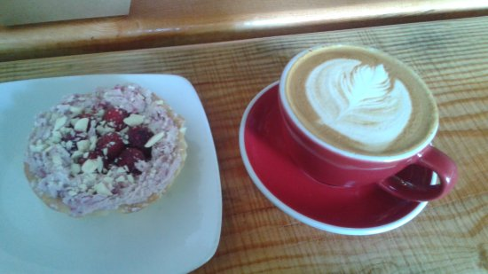 Sechelt, Canada: absolutely delicious coffee and desert