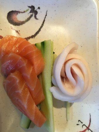 เพมโบรก, แคนาดา: Salmon and White Tuna Sashimi