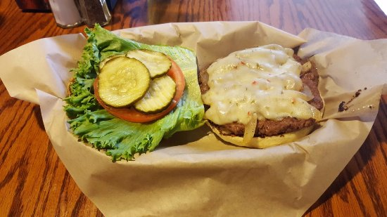 Jamul, Kalifornia: Build Your Own Burger with Pepper Jack Cheese & Grilled Onions