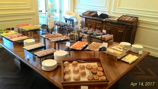 Turnberry, UK: Part of the breakfast spread