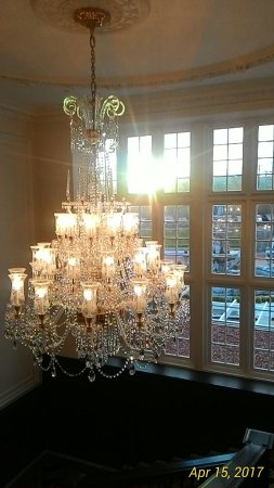 Turnberry, UK: The chandelier over the lift lobby