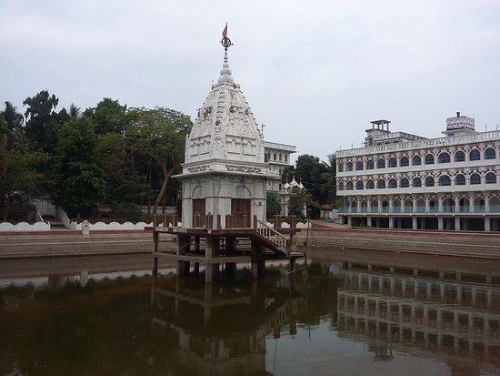 Navadvipa, Ινδία: Sri Govinda Kunda, at Sri Chaitanya Saraswat Math Nabadwip