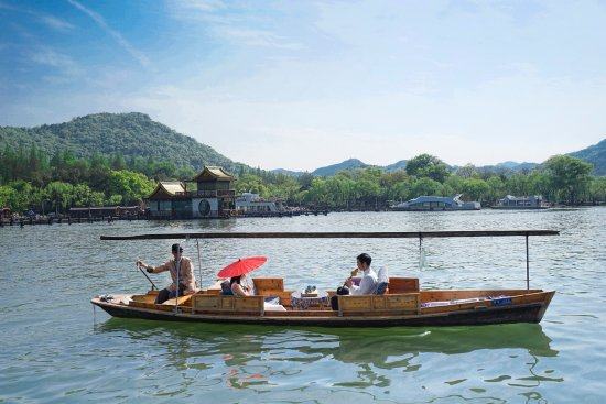 Hangzhou, China: West Lake Romantic Boatride