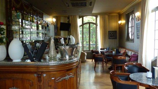 Rilly-la-Montagne, Francia: le bar salon