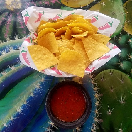 Little Chute, WI: Free chips and salsa