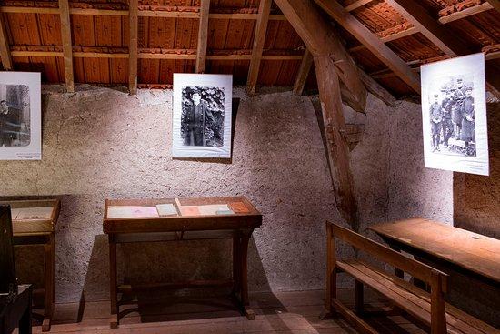 maison ecole du grand meaulnes pineuil le fleuriel. Black Bedroom Furniture Sets. Home Design Ideas
