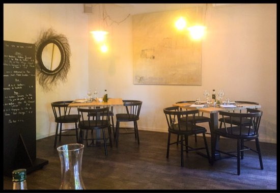 Picture of restaurant le 6 a table caromb for Restaurant caromb