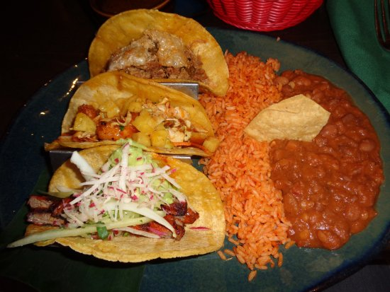 Hussong's Cantina: Taco platter