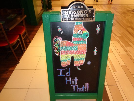 Hussong's Cantina: sign