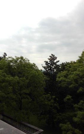 Crespano del Grappa, Italia: In lontananza.... la Rocca di Asolo