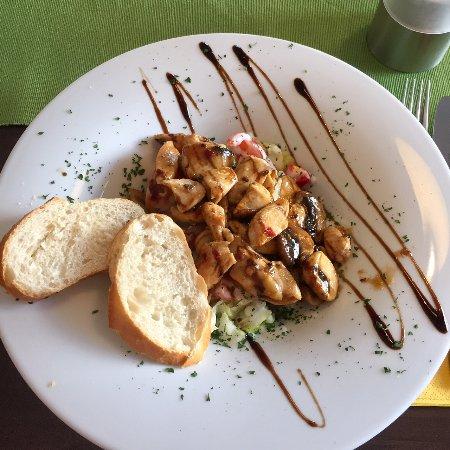 Iserlohn, Allemagne : Kleiner Salat mit Hähnchenbrust und Champignons